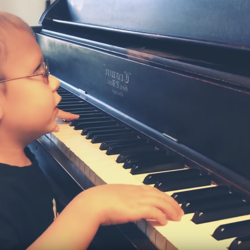 6-year-old blind piano prodigy goes viral