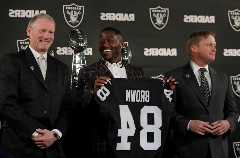 Sport Antonio Brown Ditches Blond Mustache Flanked By