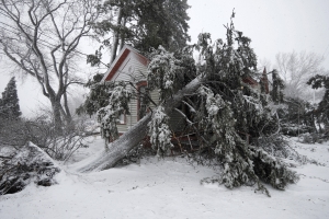 Bomb cyclone slams Plains, Midwest with heavy winds, snow
