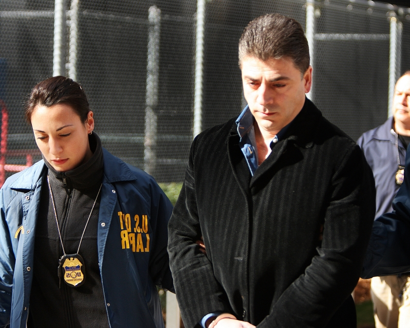 Frank Cali, reputed Gambino crime family boss, fatally shot outside Staten Island home: reports