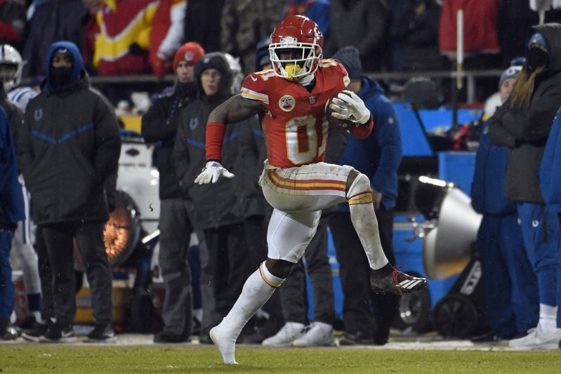 Report: Tyreek Hill investigated in battery case on a child