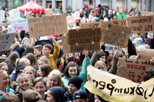 Students worldwide skip class to demand action on climate
