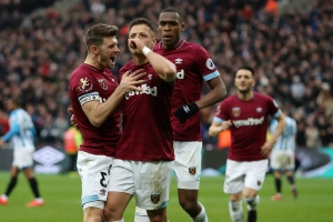 West Ham 4 Huddersfield Town 3: Hernandez's late show stuns Terriers