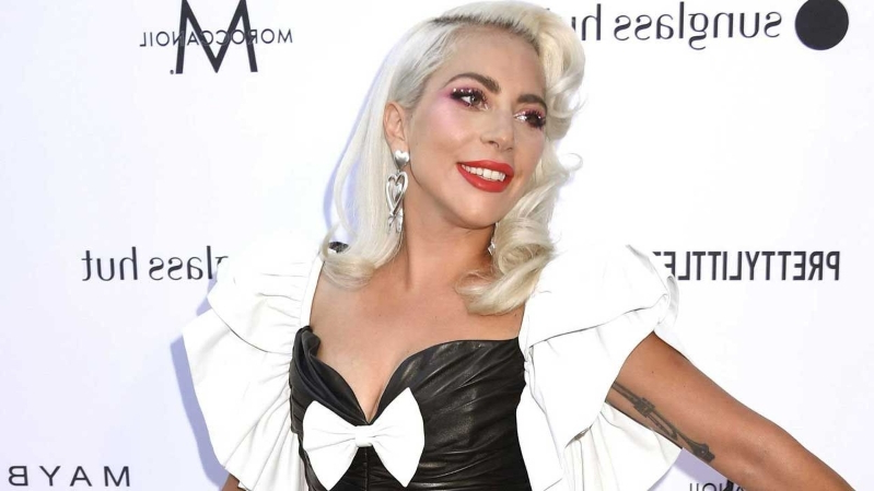 b8e551b563014 Lady Gaga Stuns on the Red Carpet at The Daily Front Row's 5th Annual Fashion  Los