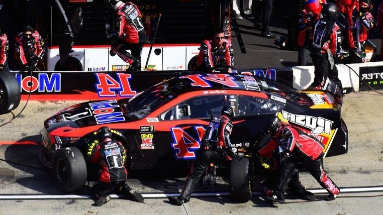 Clint Bowyer, Denny Hamlin salvage top 10s after pit road penalties