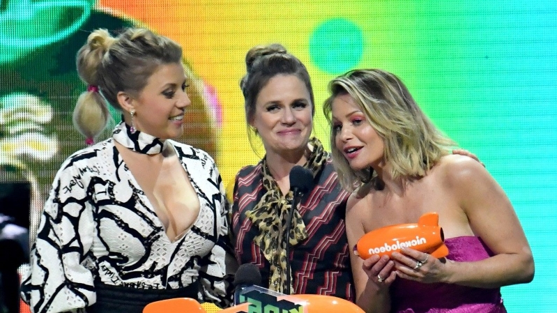 Entertainment: 'Fuller House' Cast Says They 'Stick Together' Amid