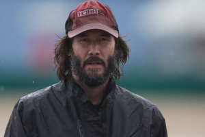 Keanu Reeves's flight makes an emergency landing — and he takes a road trip home with a bunch of strangers