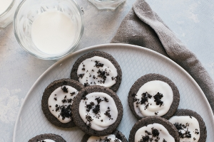 Cookies-and-Cream Shortbread Cookies