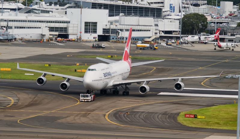 World: Sydney Airport chaos, air control tower evacuated