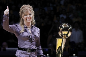 Lakers owner Jeanie Buss concedes franchise hasn't 'lived up to the brand'