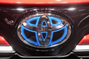 Toyota gives away 24,000 patents to help other companies develop hybrids