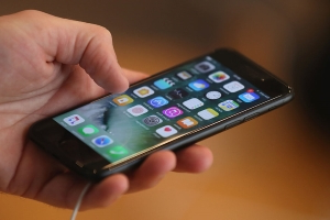 2 College students accused of cheating Apple out of $900,000 using counterfeit iPhones