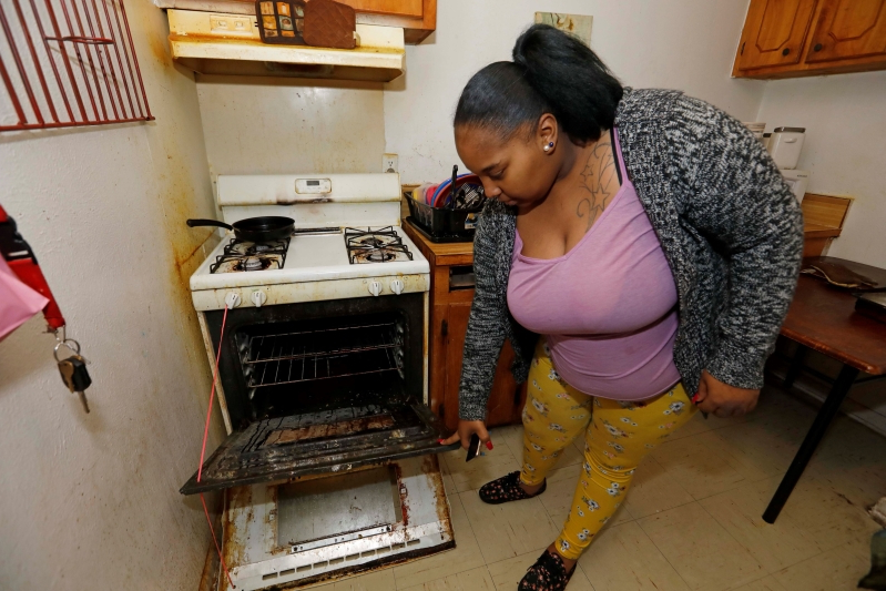 Subsidized housing renters pay price in roaches, mould, leaks