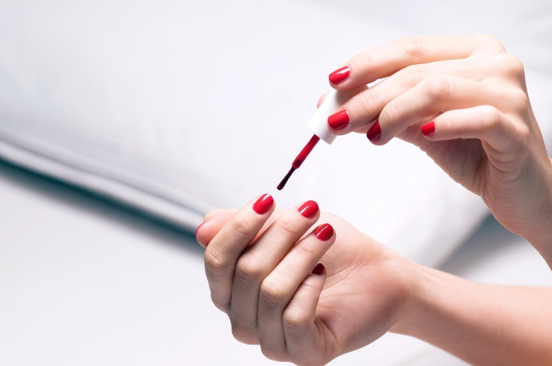 Style: How to Dry Nail Polish Fast and Without Smudges