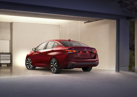 Reviews 2020 Nissan Versa Still America S Least Expensive New Car