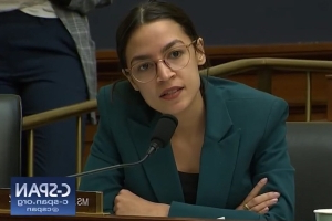 AOC Calls on Members of Congress to Respond to Trump's 'Explicit Attack' on Ilhan Omar