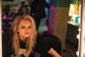 'Her Smell' Film Review: Elisabeth Moss Puts the Rock in Rock-Bottom in Redemptive Music Tale