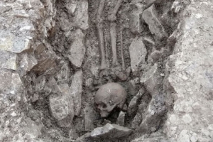 Iron Age settlement and ancient skeletons found as pipes are laid