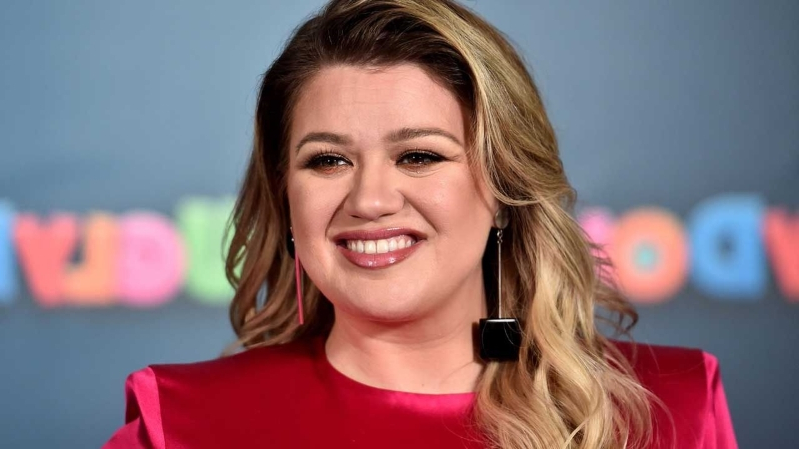 Kelly Clarkson Says She Ruined 'Frozen' for Her Daughter When She Told Her Elsa & Anna Aren't Real (Exclusive)