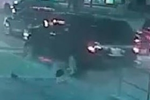 Police release image of suspect vehicle after alleged hit-and-run in downtown Toronto