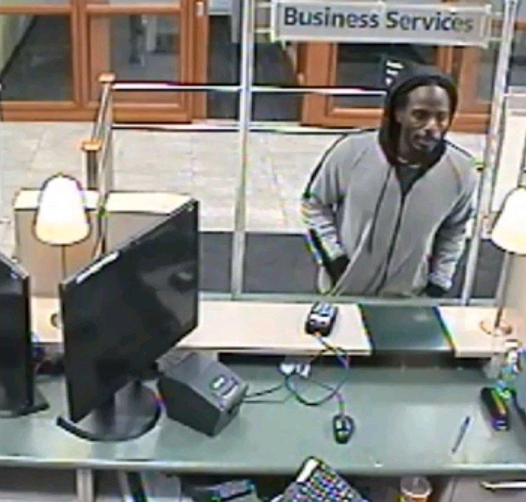Toronto police looking for suspect in Rexdale bank robbery