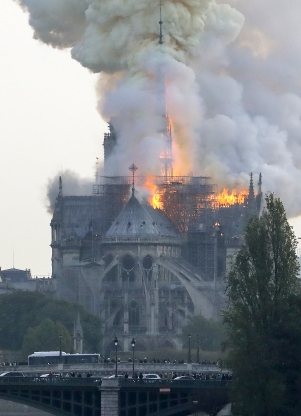 Australian leaders mourn burning cathedral