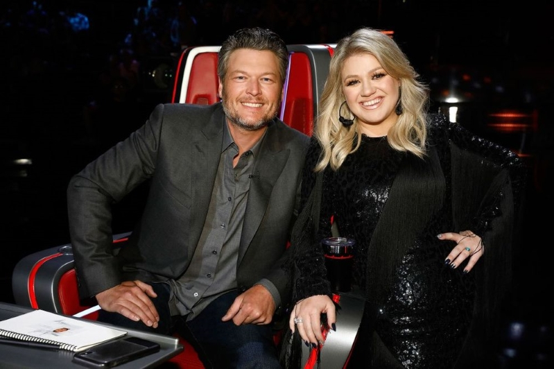 Kelly Clarkson Roasts Blake Shelton on Voice Set and Shows Off His Booze: 'Need More Alcohol, Bro?'