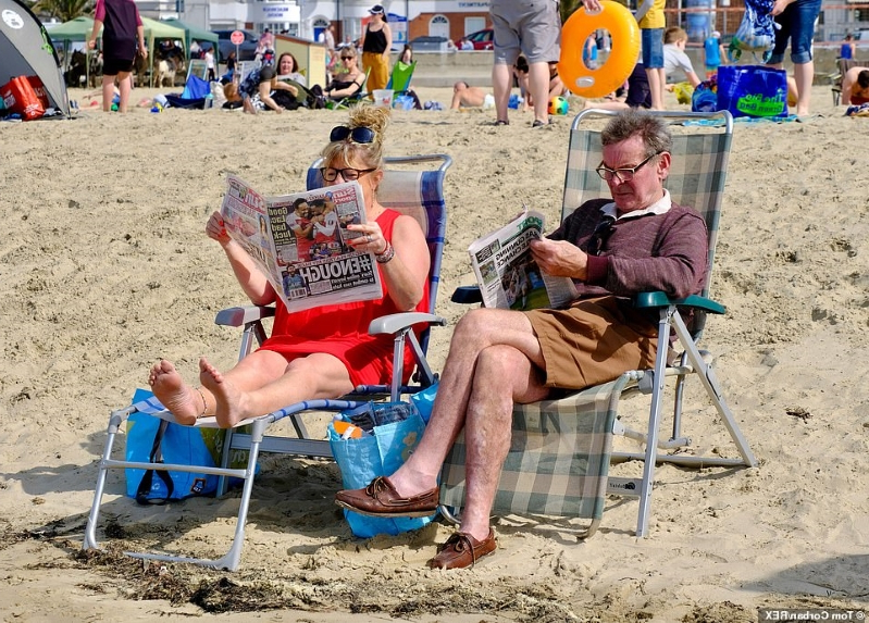 Good Fry-day! Britons soak up the glorious Bank Holiday sun as UK is set for its hottest Easter in 70 years with temperatures soaring to 77F tomorrow