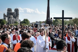 Hundreds gathered for Good Friday service near Notre Dame