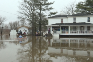 Floodwaters to peak Monday in Fredericton, still rising further south