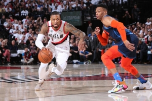 0f9ff9e8dee3 Damian Lillard Erupts for Franchise Record 34 Points in First Half vs.  Thunder