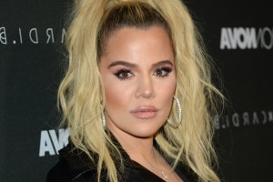 Khloe Kardashian claps back at Instagram troll over selfie