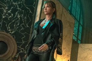 Halle Berry Says She 'Broke 3 Ribs' While Training for John Wick 3: 'It's Like a Badge of Honor'