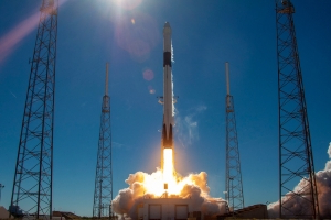 FCC clears SpaceX to fly internet satellites in lower orbit