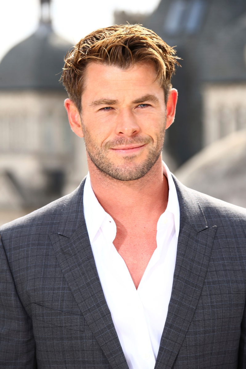 Chris Hemsworth Is a 'Superhero in the Kitchen' as He Makes School Lunches for His Kids
