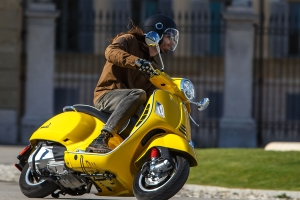 Motorcycles: 2019 Vespa 300 GTS First Ride - PressFrom - US