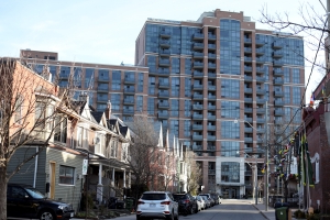 Mansions Languish, Condos Pop as Toronto Homes Sales Face Spring Test