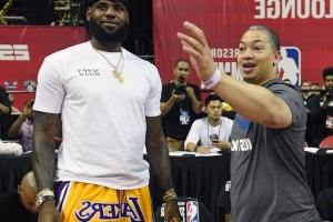 separation shoes 9c584 472b8 Report  Neither LeBron James nor his agent told Lakers to hire Tyronn Lue