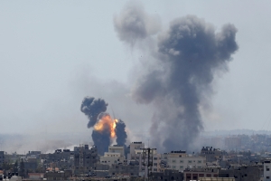 Under heavy rocket fire, Israeli reprisals kill 4