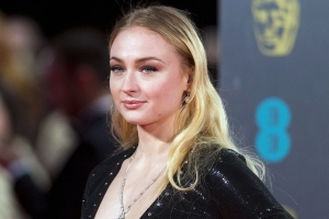 Sophie Turner Says 'Game of Thrones' Execs Pressured Her to Lose Weight