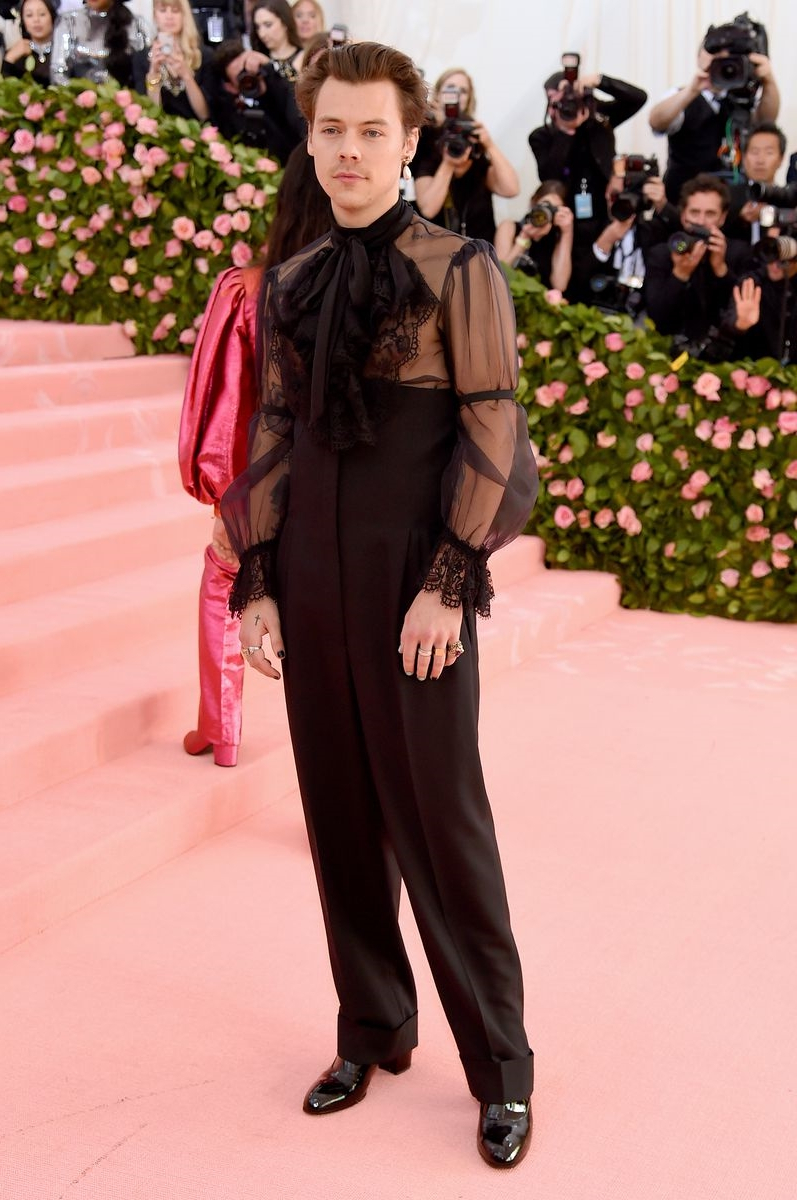 100% Yes to Harry Styles Wearing Heels and Earrings to The Met Gala