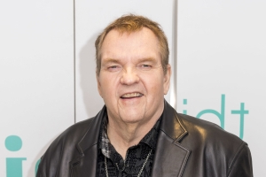 Meat Loaf, 71, falls off stage, reportedly breaks collarbone