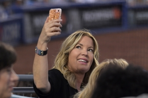 Report: People close to Jeanie Buss 'imploring her to trade LeBron James'