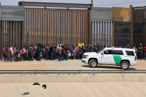 Southern border crossings by asylum-seeking migrants kept rising in April, set new record