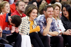 Houston Rockets mascot bends the knee to Game of Thrones star Emilia Clarke