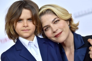 Selma Blair Honored at Race to Erase MS Gala Hosted by Johnny Galecki
