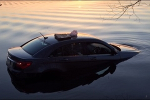 Good samaritans pull MN man from car in lake