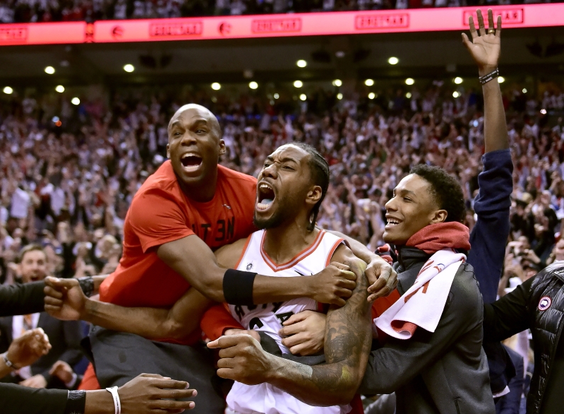 Kawhi Leonard's bouncing buzzer-beater everyone in absolute awe