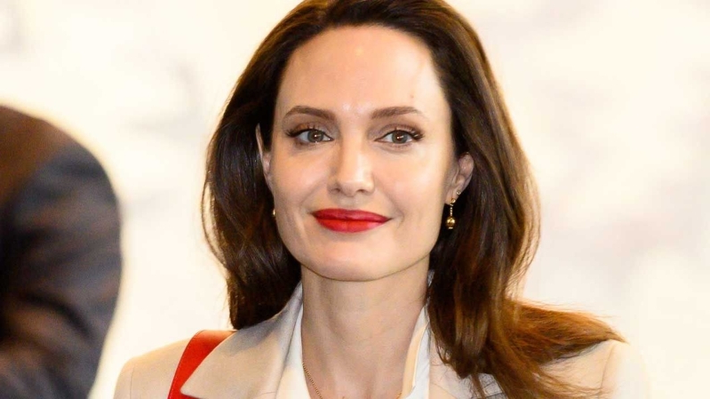 Entertainment Watch Angelina Jolie Face Off With Michelle