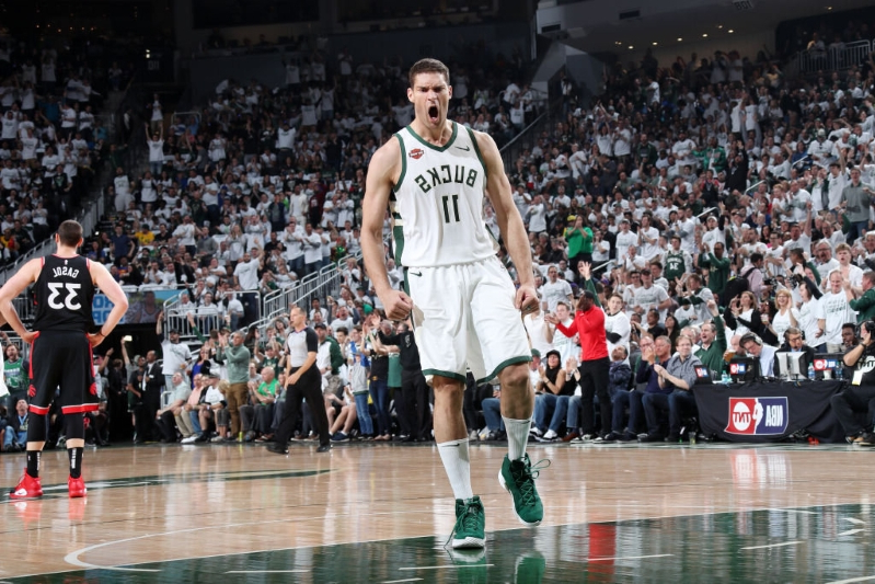 Brook Lopez outduels Kyle Lowry to deliver wild Game 1 win for the Bucks